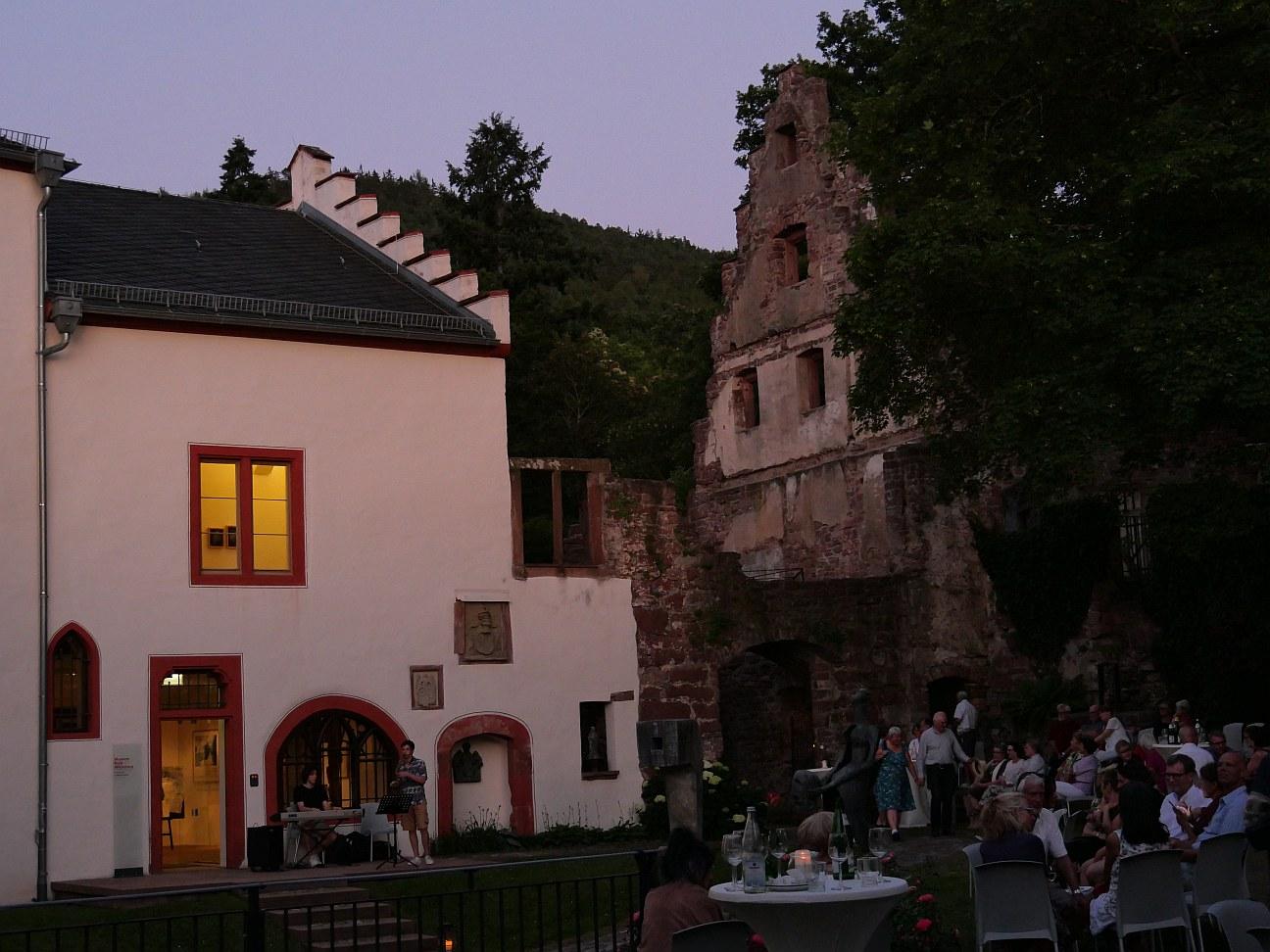 Lustwandeln auf Schloss Mildenburg